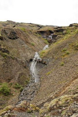 Eigentlich gibt es hier links und rechts überall Wasserfälle. Für was also die Tortur?