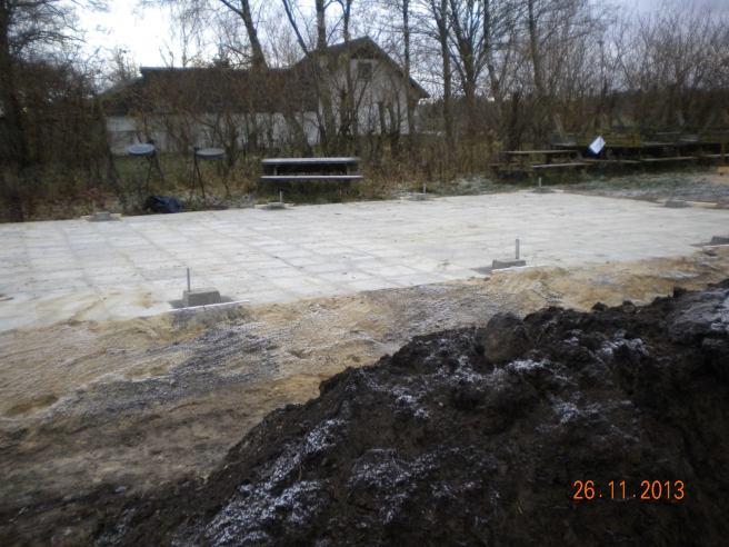 Fundamentet til bålhytten er klar.