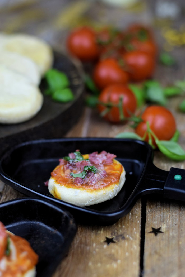 Raclette or BBQ Mini Pizza - Silvester Snack (2)