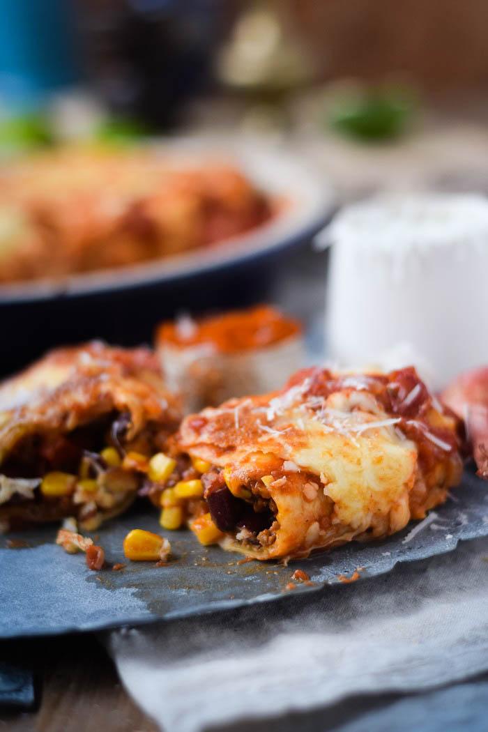 Tortillas - Enchiladas mit Chili Füllung und Käse überbacken (7)