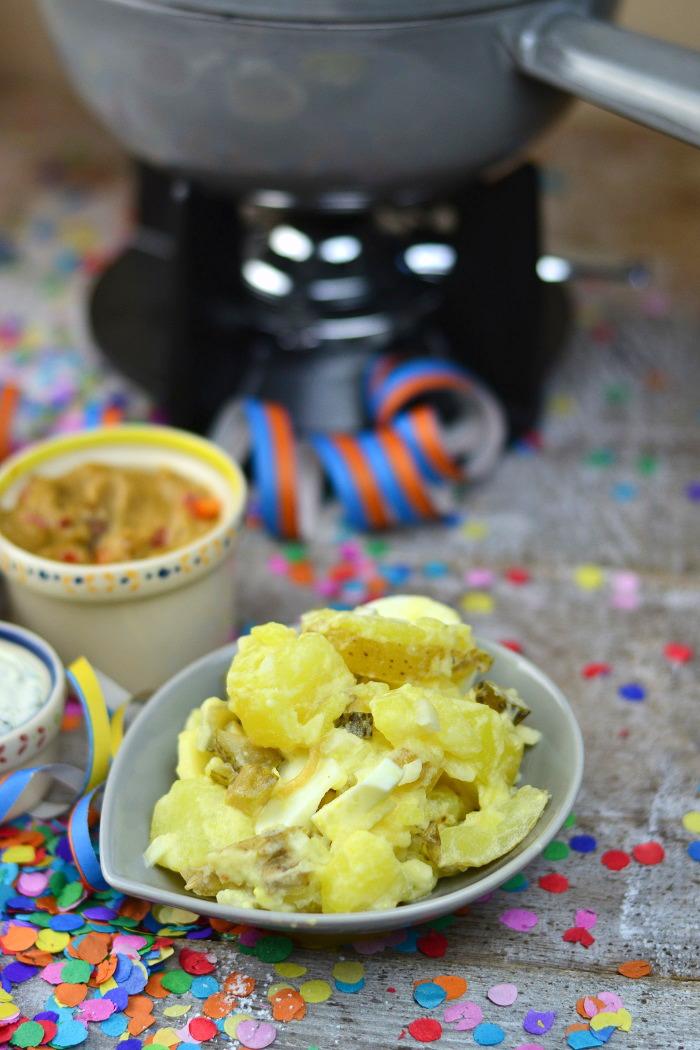 Fondueabend mit Pinwheels Pops Kartoffelsalat und Dips Cranberry Erdnuss Feta und Curry 9-1