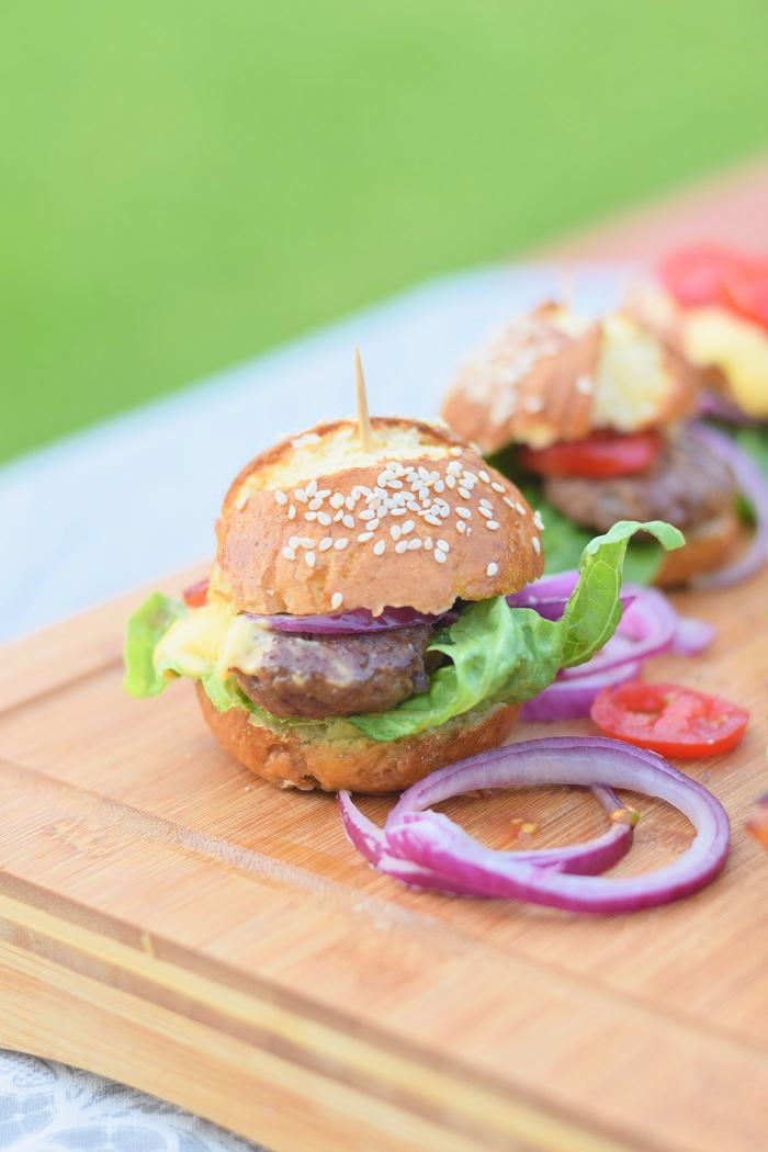 Brezel Burger mit Feta 6