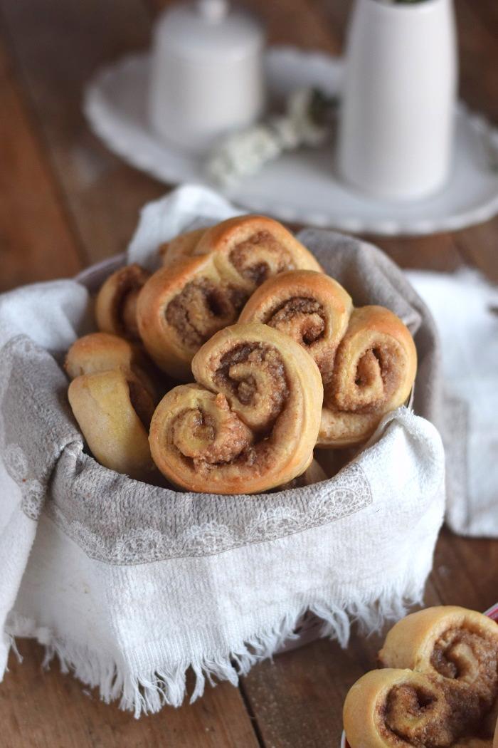 Hefe Zimt Herzen mit Nussfüllung - Cinnamon Nut Heart Rolls (8)