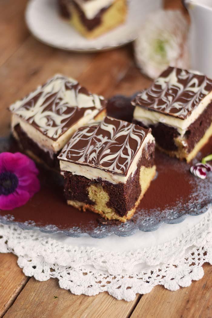 Donauwelle - Chocolate Vanilla Cake with Cherries Donauwelle Schokoladig Cremiger Klassiker (16)