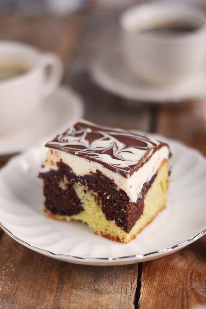 Donauwelle - Chocolate Vanilla Cake with Cherries Donauwelle Schokoladig Cremiger Klassiker (3)