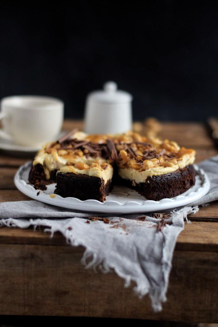 Schokokuchen (glutenfrei) mit Erdnusscreme und Karamell Glutenfree Chocolate Cake (1)
