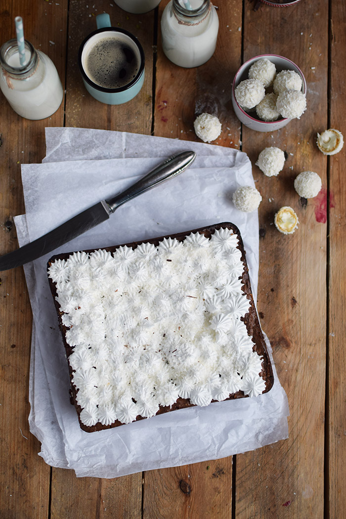 Raffello Brownies - Brownies with coconut truffles and coconut meringue (23)