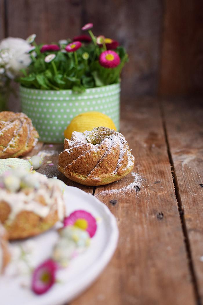 Zitronen Avocado Gugelhupf mit Schokoeiern - Lemon Avocado Bundt Cake (11)