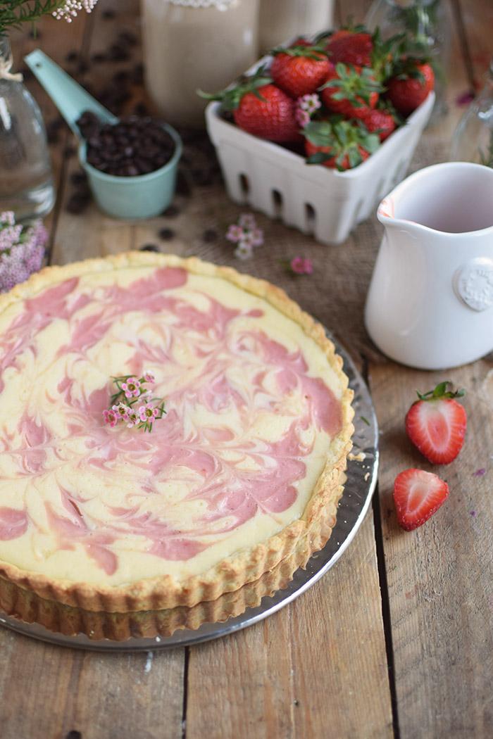 Erdbeertorte mit Cheesecake Swirl - Strawberry Cake with Cheesecake filling and strawberry Sauce (2)
