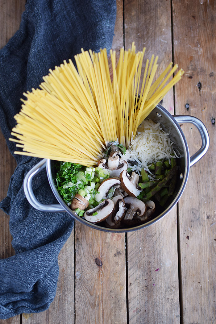 One Pot Pasta mit Pilzen und Spargel - One Pot Pasta with mushrooms and green asparagus (4)