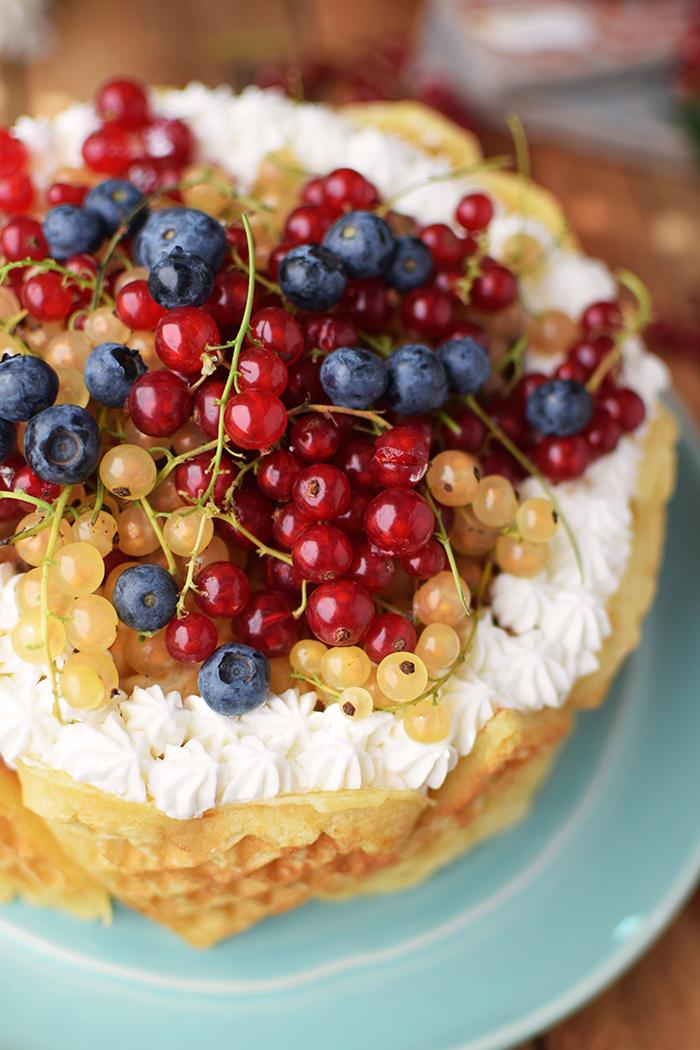 Quark-Waffeltorte mit Beeren - Waffle Cake with Berries Rezept (9)