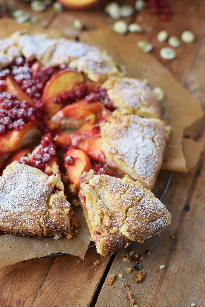 Galette mit Pfirsichen und Beeren - Peach Berry Galette (7)