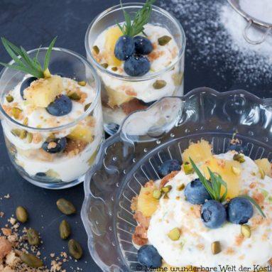Welt der Köstlichkeiten mit Heidelbeer Ananas Cheesecake im Glas