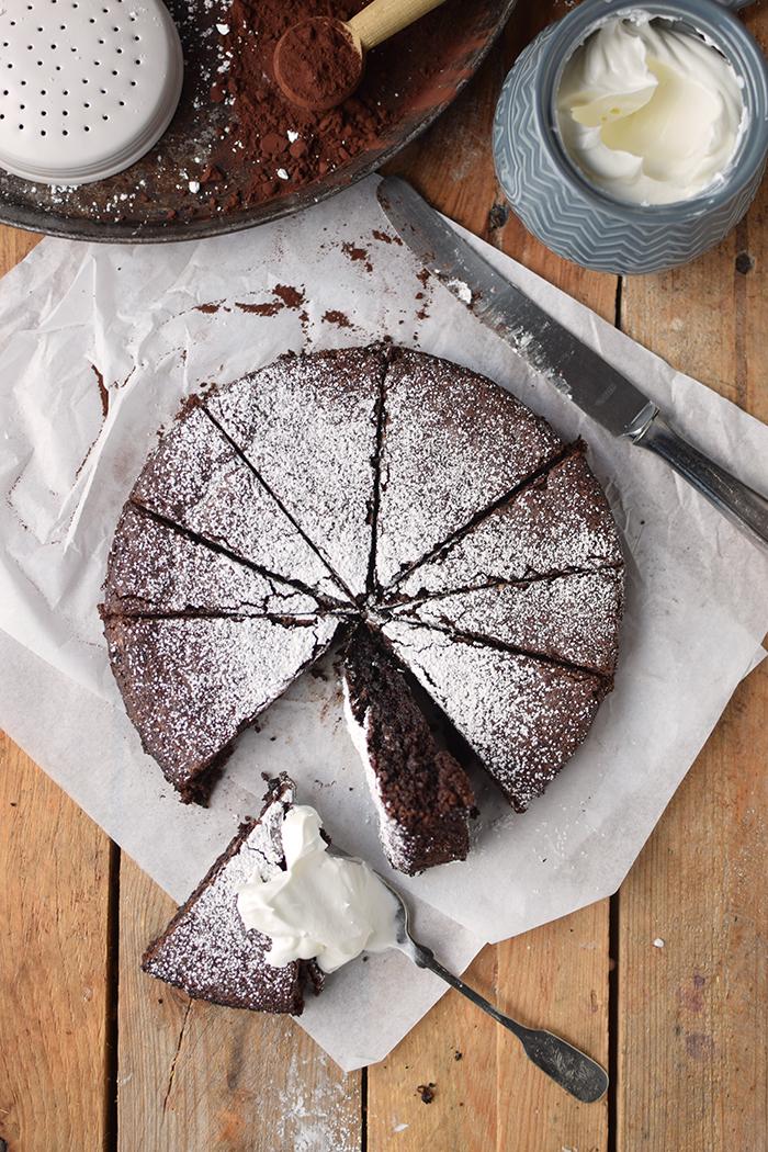 saftiger-mandel-schokokuchen-glutenfrei-gooey-almond-chocolate-cake-glutenfree-11