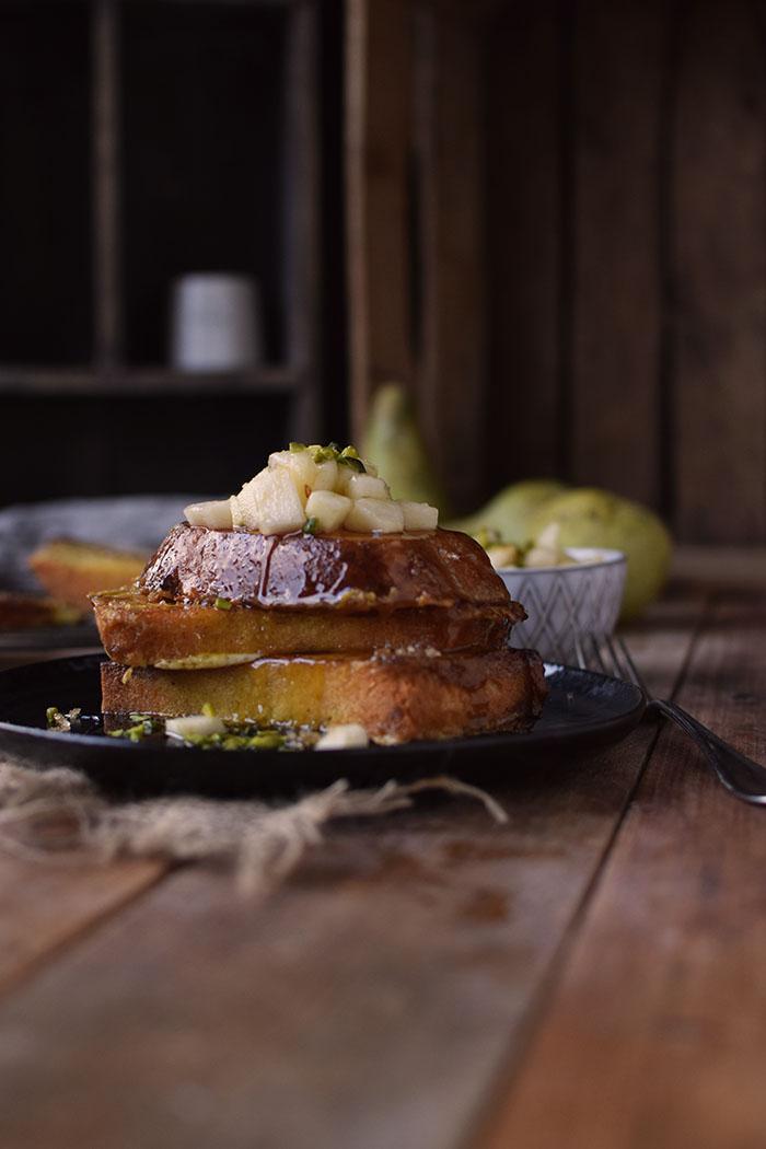 french-toast-mit-birnenkompott-honig-und-pistazien-14
