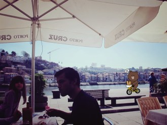 Enjoy lunch by the Douro and Luis I iron bridge