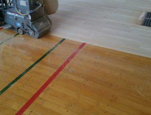 社会体育館床改修工事床の研磨