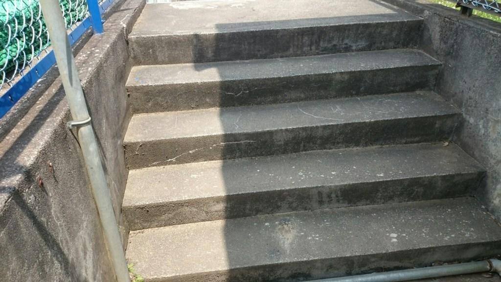 プール階段