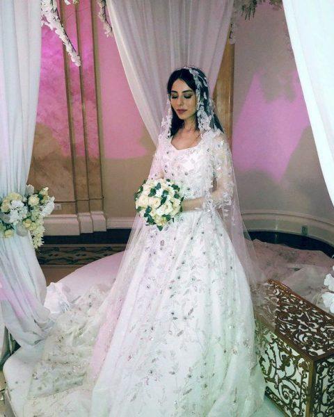 Сватбеният ден на 18-годишната Кава бе един от най-тъжните й! Облече рокля за 195 000 паунда, но … (СНИМКИ)