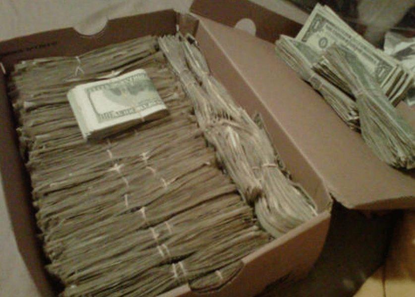 В кутията имало 95 000 долара и две парцалени кукли!