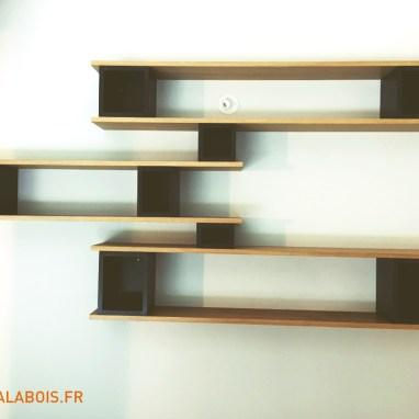 Etagères design sur mesure en querkus et valcromat noir. Des matériaux modernes pour un rendu unique.