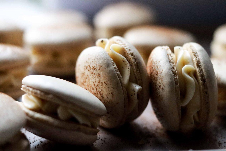 tiramisu-macaron-with-coffee-mascarpone-buttercream-filling4