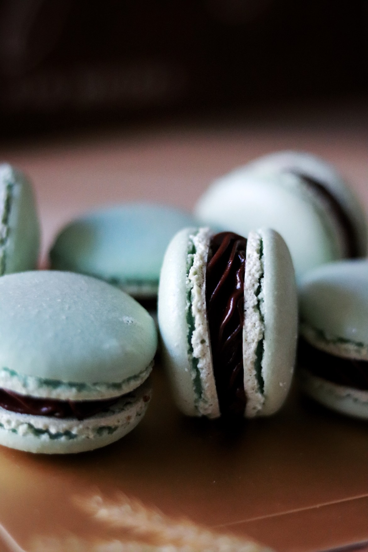 mint_chocolate_macarons