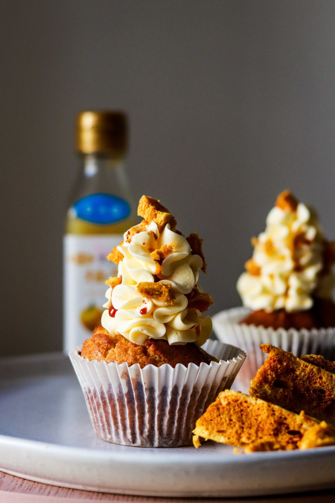 Honey Lemon Cupcake with Yuzu Swiss Meringue Buttercream and Honeycomb1