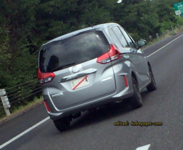 New Honda Freed spyshot 1