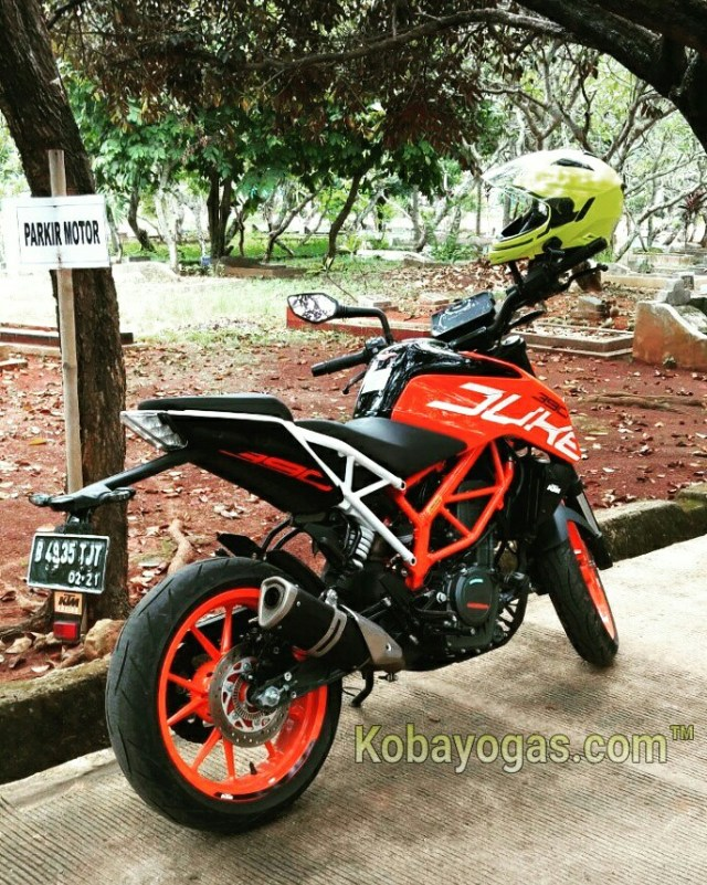 review KTM Duke 390 2017