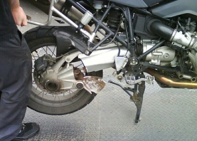 bmw GS patah arm dan gardan