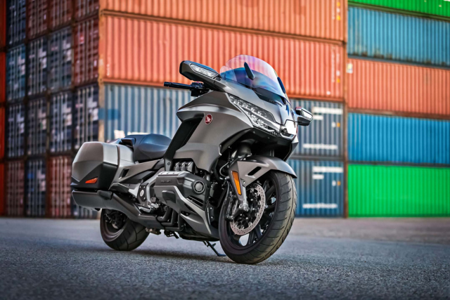 Honda Gold Wing 2018 grey 1