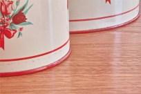 TIN缶 キャニスター4つセット アメリカビンテージ 赤色の蓋に花束柄 1