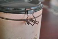 英国製 ビスケット缶 古いタイプのプラスチックがかっこいいです。 3