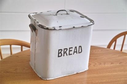 英国製 ブレッド缶 黒文字  その1