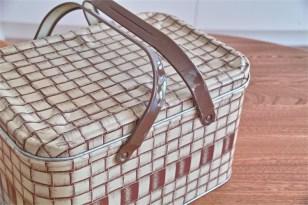 編み目の柄でつくられた、ブレッド(Tin ブリキ)缶 ピクニックのおとも、裁縫道具入れなどに 3