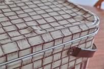 編み目の柄でつくられた、ブレッド(Tin ブリキ)缶 ピクニックのおとも、裁縫道具入れなどに 2