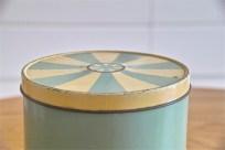 英国 Regency Ware リージェンシー ウェアー社製 フラーワー缶 サーカステント柄スカイブルー 3