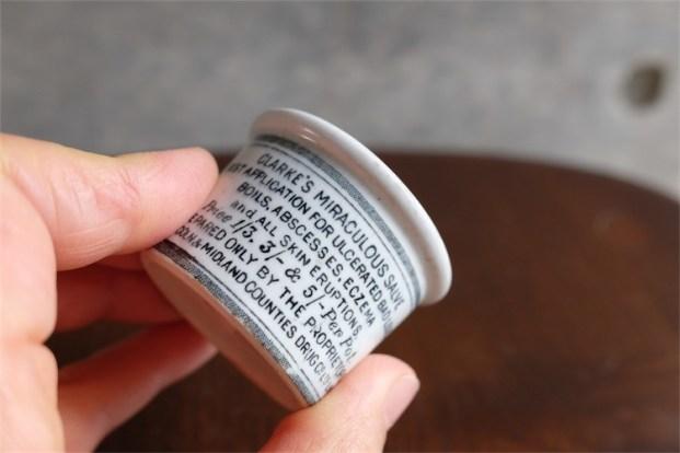1840年代から 88年 英国 CLARKE 社 陶器の軟膏入れ 超ミニなレア品 9