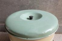 英国 Garrison 社 3段のケーキ缶 クリーム色 + サックスカラーの蓋 TIN(ブリキ)製 10