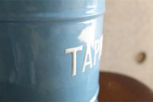 英国 ブルーにホワイトでTAPIOCAの文字が愛らしい アンティークホーローのキャニスター 9