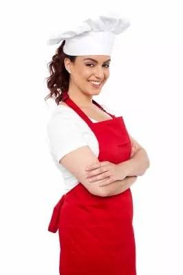 Studentka pracująca jako kelnerka - jak zarabiać na studiach?
