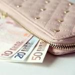 Lepiej płacić gotówką czy kartą?