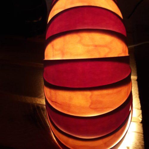 lampe à poser-feuilles de bois-mixe rouge et jaune ambré
