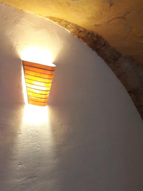 Applique AVLH 27, applique verticale, lames horizontales, lumière ambrée et miel