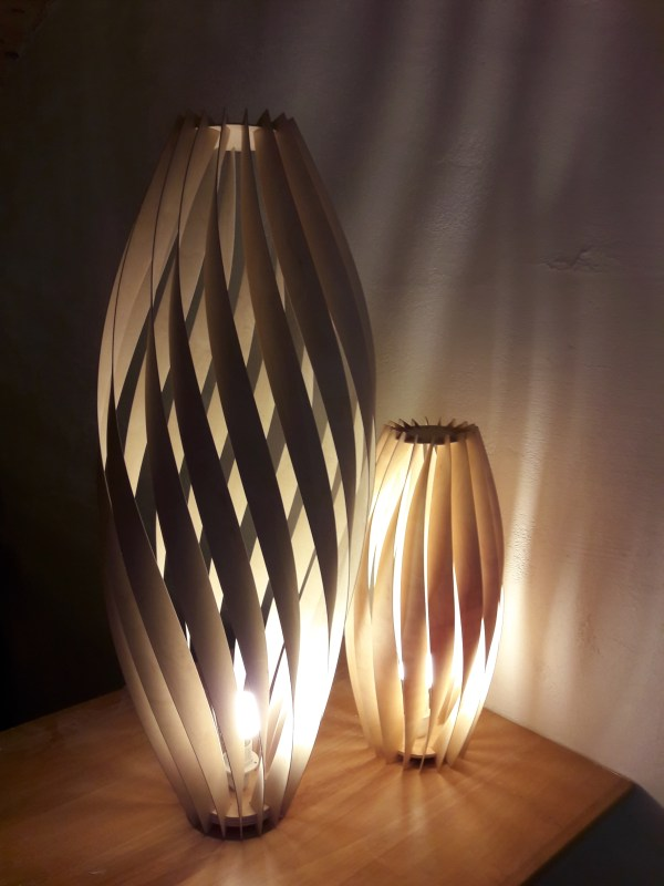 2 modèles Torss lumière blanche et lumière jaune