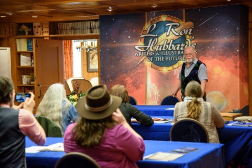 All Writers & Larry Niven _SMP2596