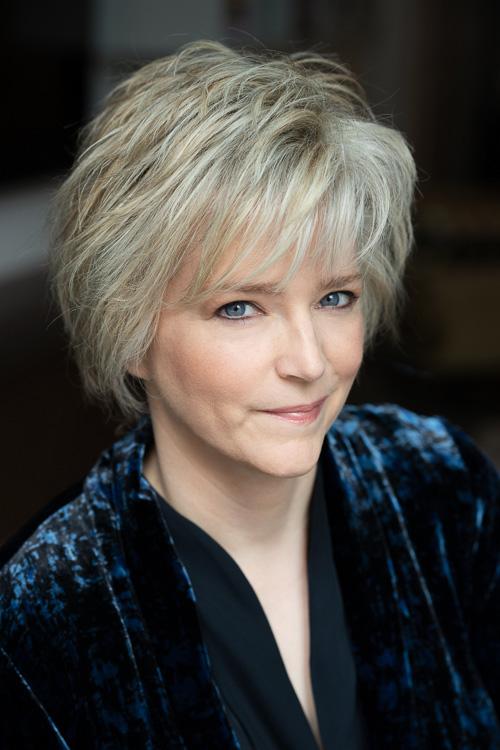 A headshot of Karin Slaughter.