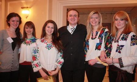 Українська молодь Росії (Олександр Двоєконко в центрі)