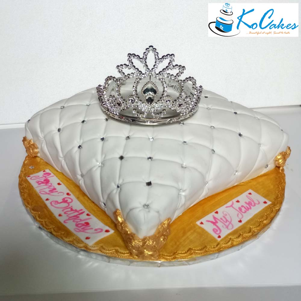Beautiful Pillow Traditional Wedding Cake